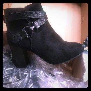 Cloud walker black booties size 8w